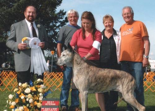 Emerald at 10 years of age with Barb and friends. This was her last show and she toped it off with a Best Veteran win.